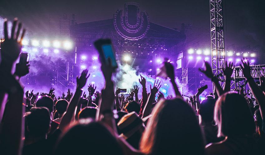 Festival mensen aan het feesten