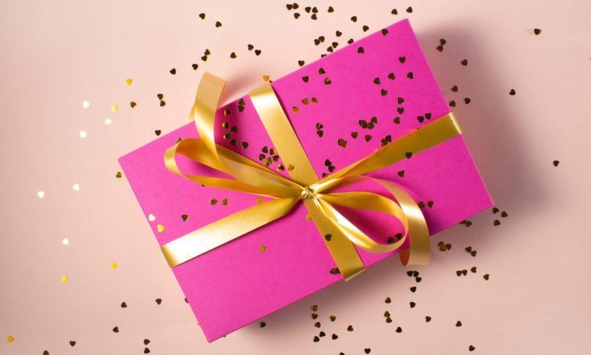 Roze ingepakt cadeau